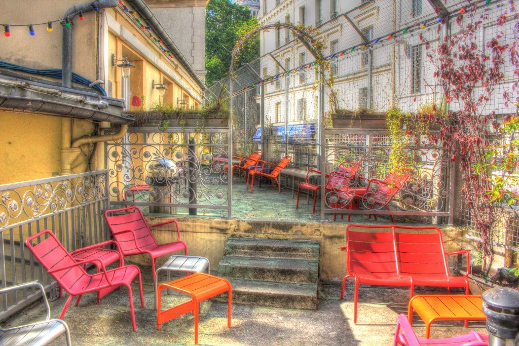Le Village Hostel Montmarte Outdoor Patio