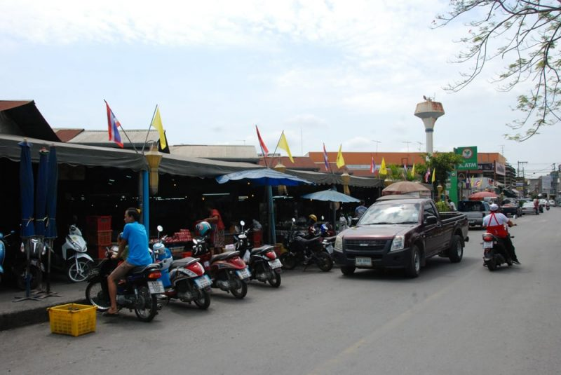 On Thai streets mopeds are king