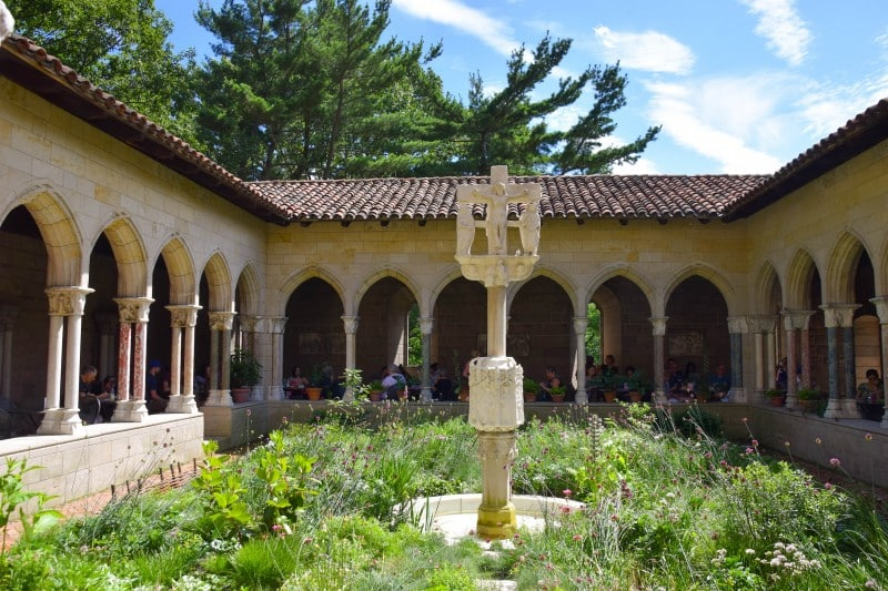 Cloisters Museum, New York - Global Storybook