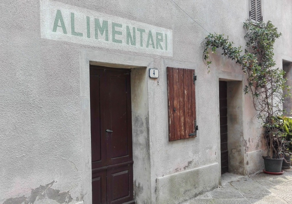 Grocery in Contignano