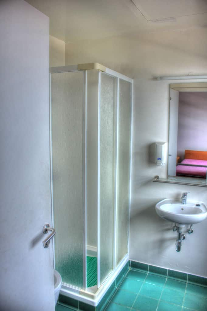 Private Room Bathroom - Pousada de Juventude do Pico, São Roque do Pico, Azores, Portugal