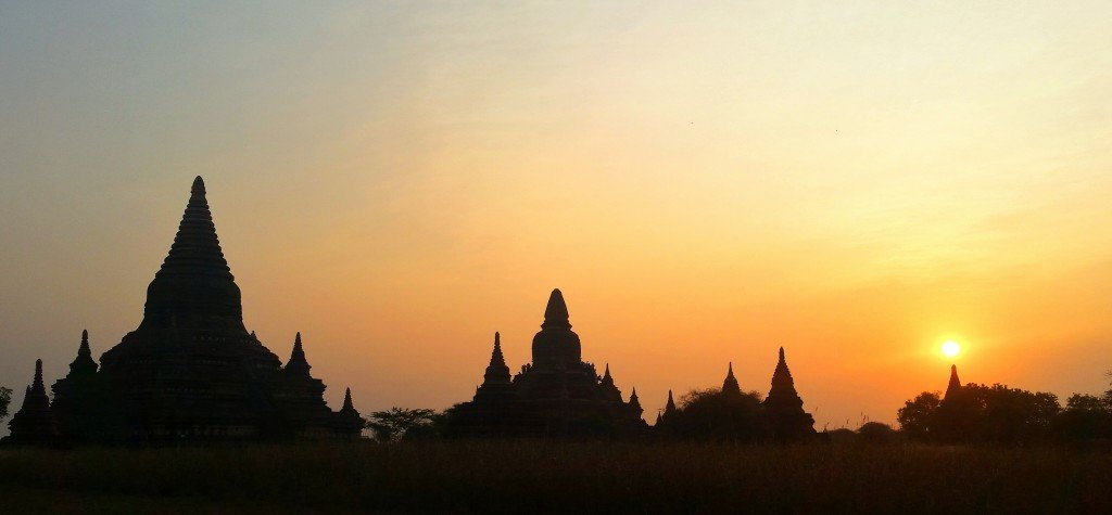 Sunrise over the temples in Bagan
