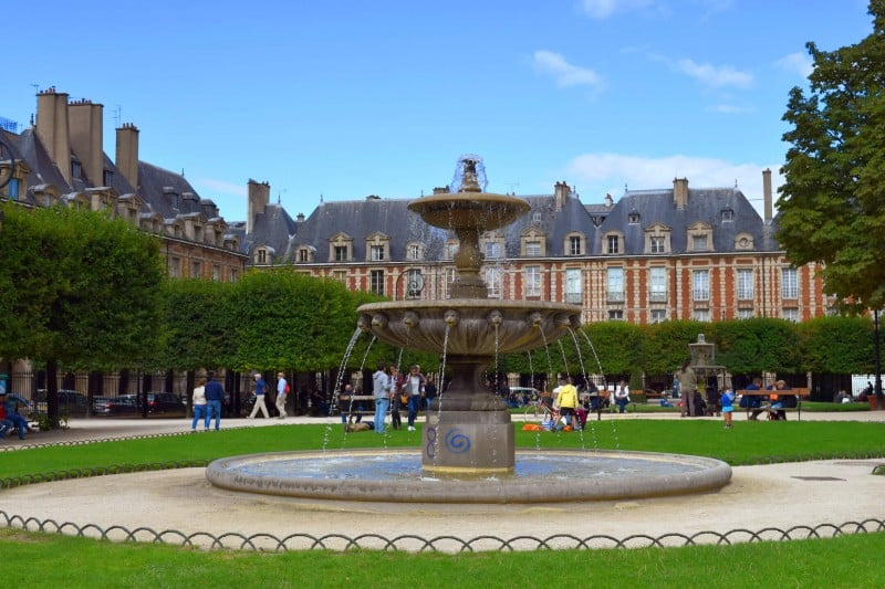 Place des Vosges, Paris - Global Storybook