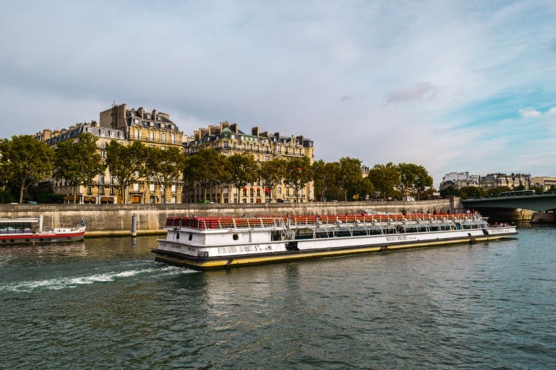 Bateaux-Mouches boat cruise, Paris - Global Storybook