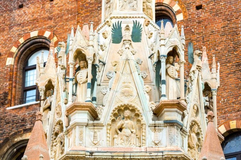 Arche Scaligere, Verona, Italy - Global Storybook