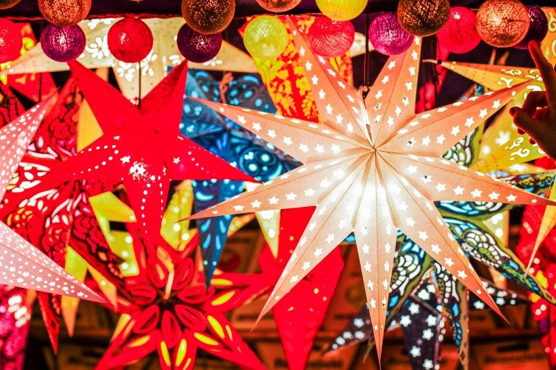 Paper lightning lantern in star form, christmas decoration, Philippines - Global Storybook