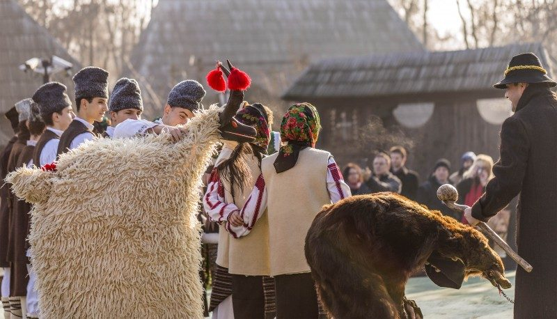 Romanian Christmas Traditions - Global Storybook
