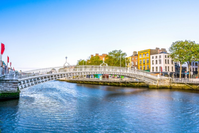 Ha'Penny Bridge, Dublin, Ireland - Global Storybook