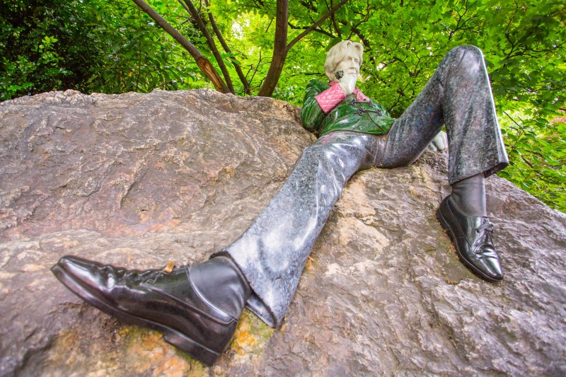 Oscar Wilde Statue, Merrion Square, Dublin, Ireland - Global Storybook
